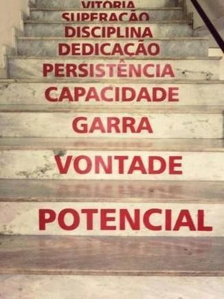 escada do sucesso com uma palavra por degrau