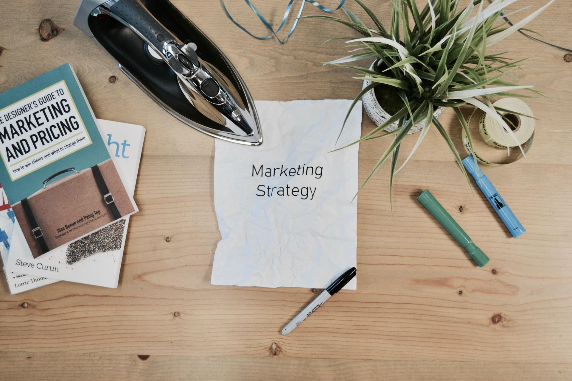 ferro de engomar para marketing de estratégia