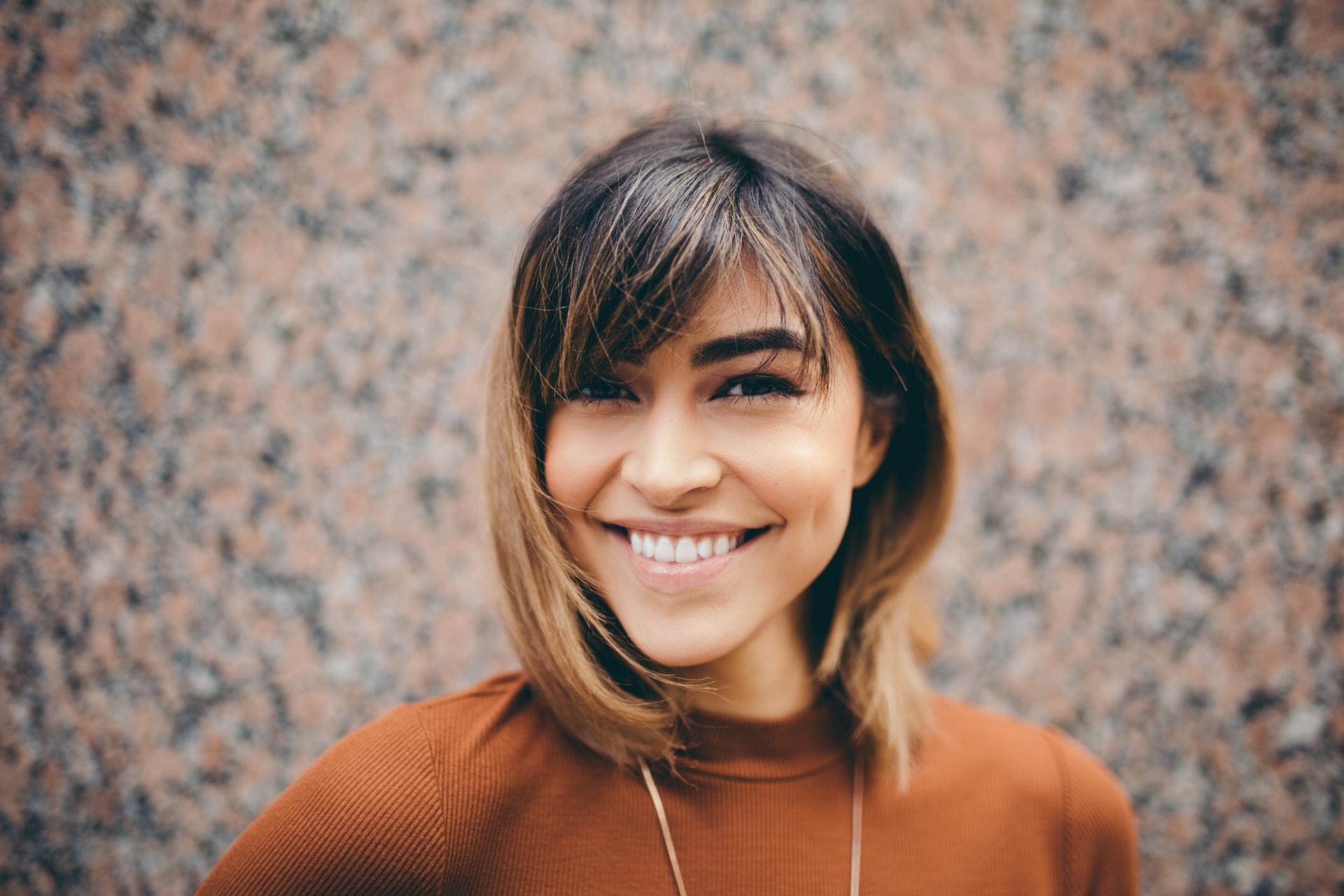 growth mindset rapariga loira jovem sorridente