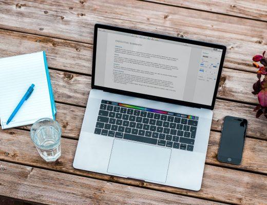 cursos de seo para iniciantes laptop