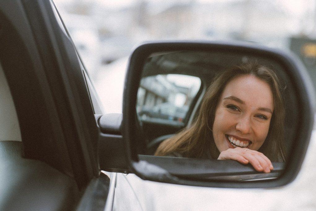 criar bons hábitos mulher sorridente