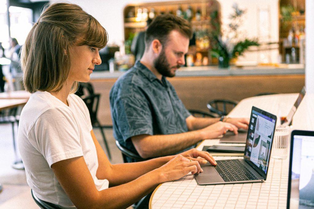 design para redes sociais com profissionais