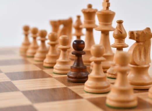 estrategia de marketing digital semelhante a um tabuleiro de xadrez e as suas peças